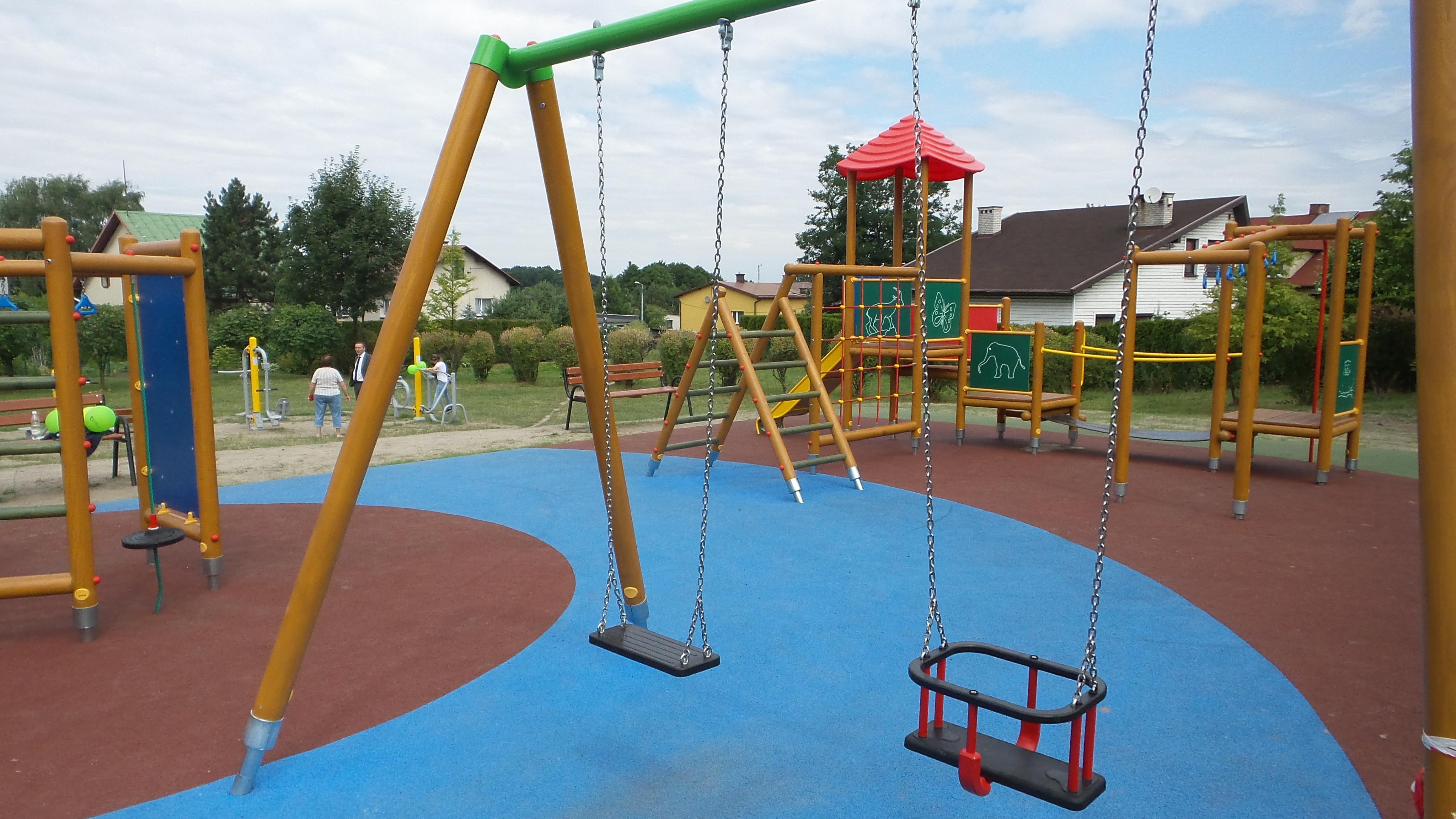 Atrakcyjny plac zabaw na Klonowej