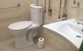 toaleta dostosowana dla osób niepełnosprawnych