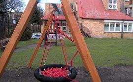 urządzenia na placu zabaw