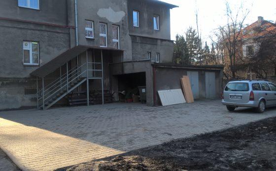 Budowa przyłącza kanalizacyjnego wraz z modernizacją nawierzchni w Dziennym Domu Pomocy w Mikołowie,ul. Konstytucji 3 Maja 12