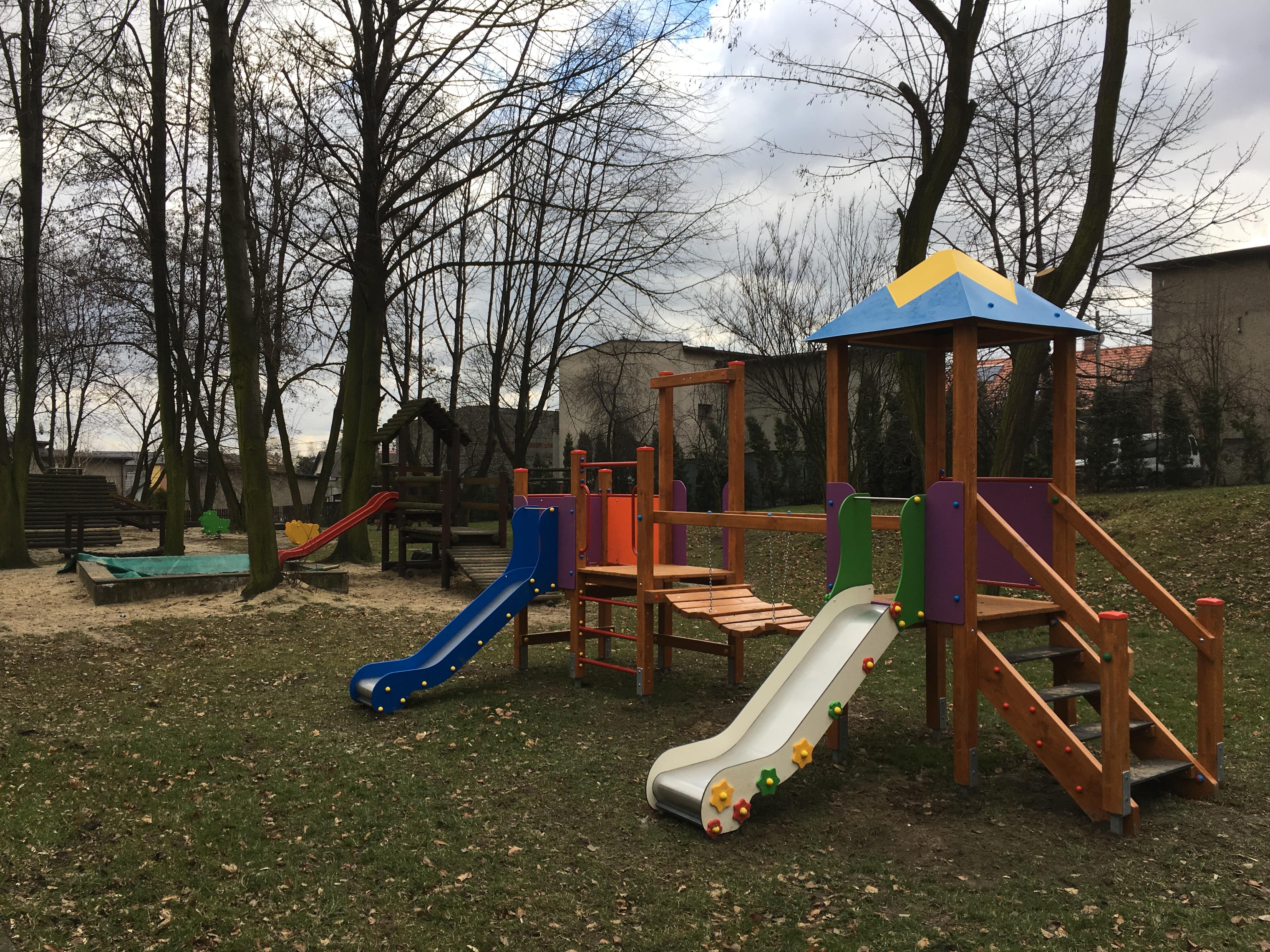 Doposażenie placu zabaw przy przedszkolu nr 11 w Mikołowie, ul. M. Kownackiej 1