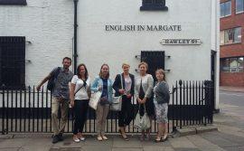 Zdjęcie grupowe przy English in Margate- Power of Education