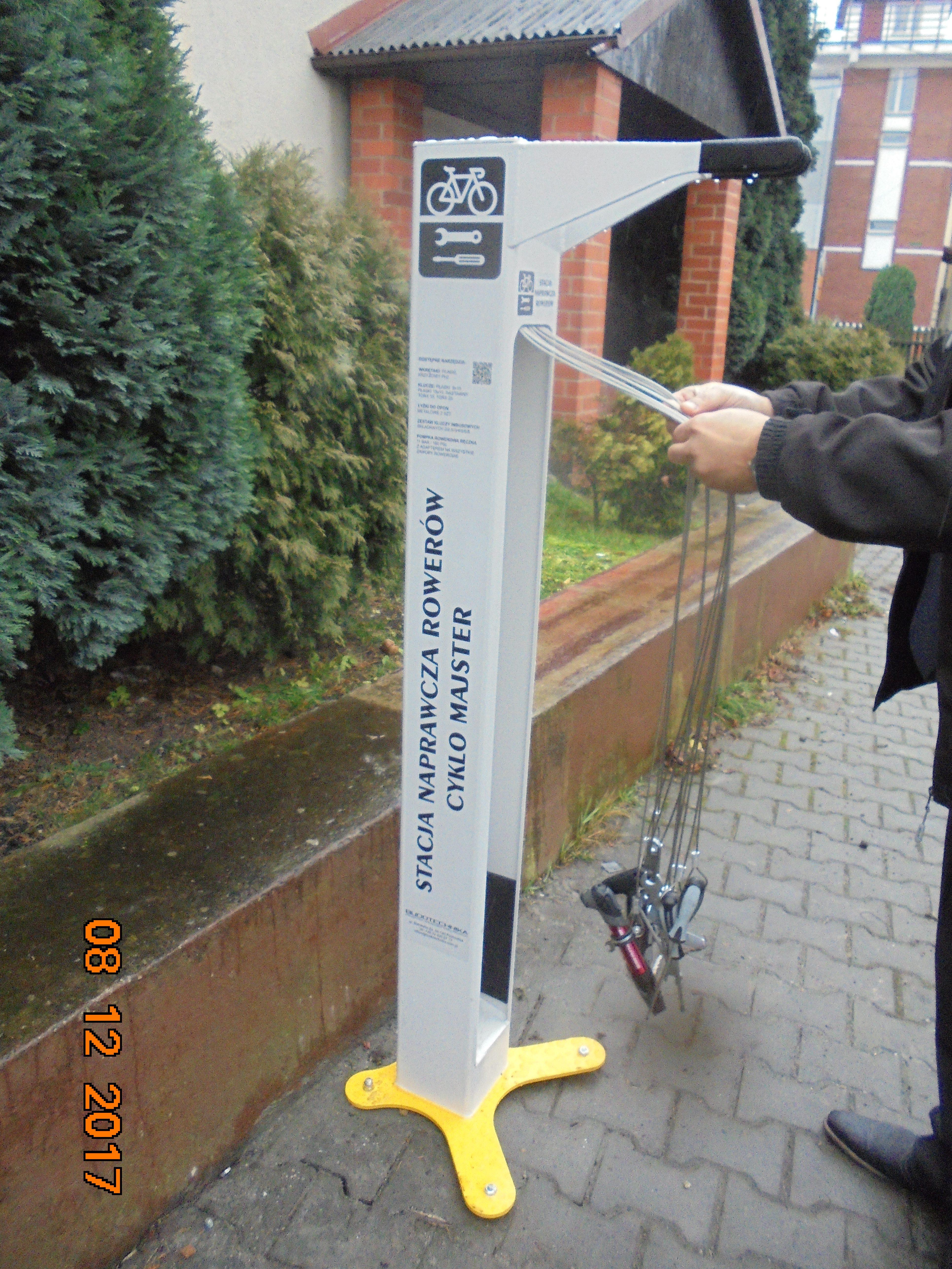 stacja naprawcza rowerów Paniowy parking